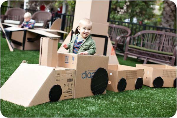 biến thùng carton trở thành trò chơi của bé